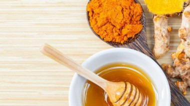 1-turmeric-and-honey