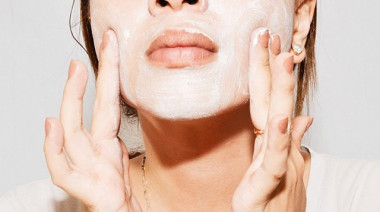these-exfoliating-mistakes-are-secretly-sabotaging-your-skin-1662104-1455756454.640x0c